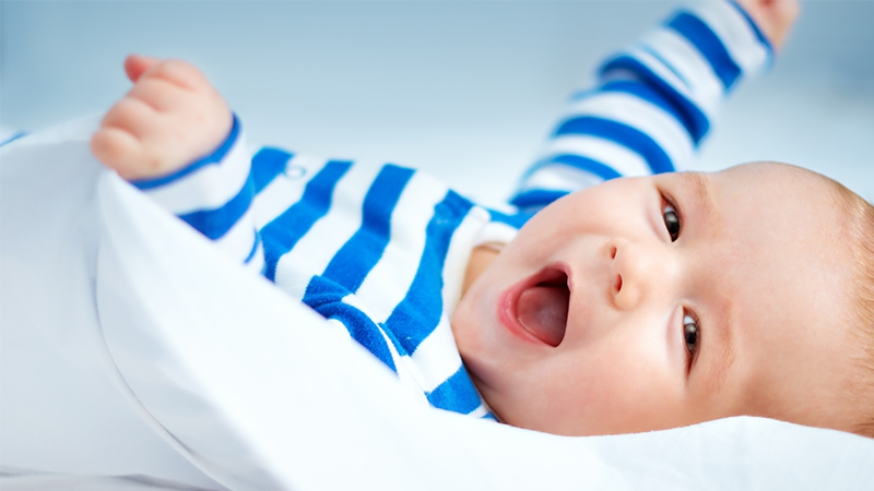 4 Monate alter Junge: Dieses Detail seines Körpers macht richtig neidisch