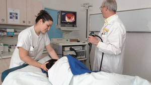 Endoskopie: Definition, was geschieht bei einer Untersuchung, gibt es Risiken und um welche Körperteile geht es meist: Knie, Magen, Darm, Atlas?
