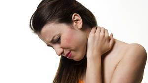 Torticollis acutus, spasticus und muscularis: Symptome, Behandlung und Therapie, was ist zu tun im Fall von einem Schiefhals?