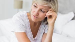 Wechseljahre: Symptome, Anzeichen, Blutungen, Hitzewallungen, Dauer und Hormone