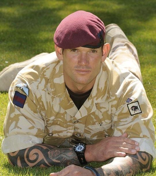10 - Craig Harrison: Er hat zwei Taliban aus 2.475 Meter Entfernung mit 9 Schüssen seiner L115A3 getötet.
