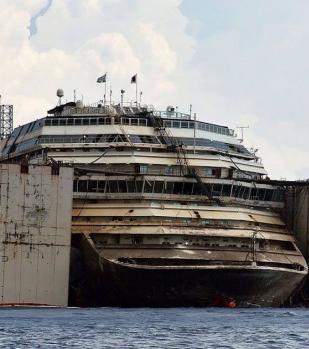 Nach der Tragödie war die Costa Concordia nicht mehr als ein Schiffswrack, das vor sich hinrottete