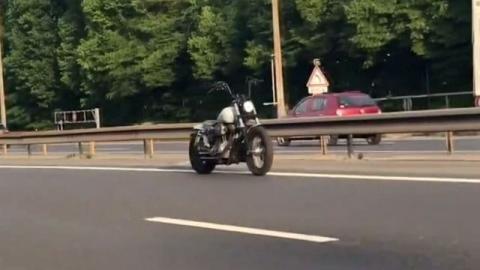 Das Geheimnis des gruseligen Motorrads ohne Fahrer ist gelüftet