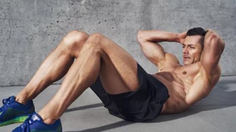 Wenn dir diese Dinge beim Training passieren, sind deine Bauchmuskeln zu schwach!