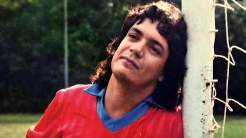 Fußball-Betrüger: Er kann nicht kicken und schummelt sich 26 Jahre lang als Profi durch