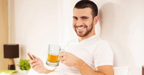 Bier hat eine ungeahnte Auswirkung auf deine Leistung im Bett!