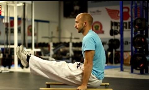 Ein komplettes Programm für Bauchmuskeln, Arme und Brust
