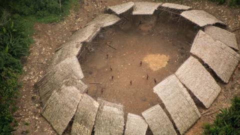 Flugbilder enthüllen: Dieser Amazonas-Stamm lebt komplett isoliert von der Außenwelt!