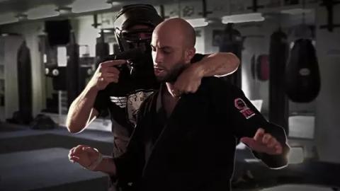 Entdeckt Roy Elghanayan: Den Bruce Lee des Krav Maga!