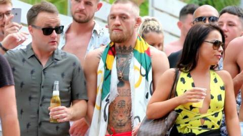 John Kavanagh kündigt an, dass Conor McGregor 2017 nicht mehr kämpfen wird