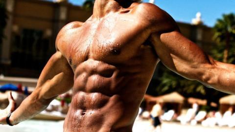 Bauchmuskeltraining: Die perfekte Spiderman Plank für heldenhafte Muskeln