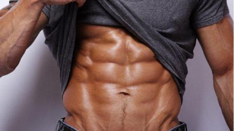 Bauchmuskeltraining: Die perfekten Cross Crunches für ein vollkommenes Sixpack