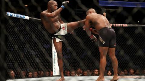 UFC 214: Jon Jones schlägt Daniel Cormier K. o. und holt sich den Gürtel im Halbschwergewicht zurück