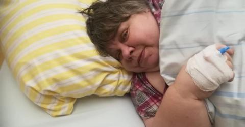Skandal in deutscher Klinik: Patientin bricht zusammen, Pfleger lassen sie liegen