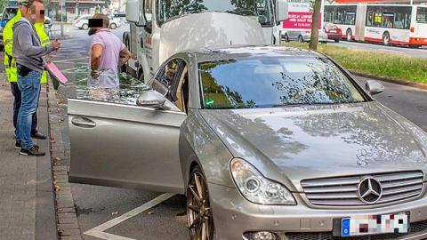 Im Luxus-Mercedes zum Jobcenter: Dann taucht die Polizei auf!