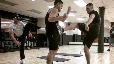 Was die Diaz-Brüder mit Jean-Claude Van Damme treiben, würdet ihr auch gerne erleben!