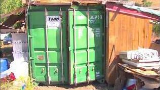 Sie wohnen in einem Container, doch das Innere ist einfach unglaublich!