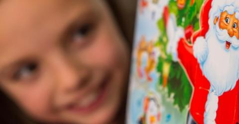 Milka-Adventskalender: Zweijährige öffnet Türchen und macht Ekel-Fund
