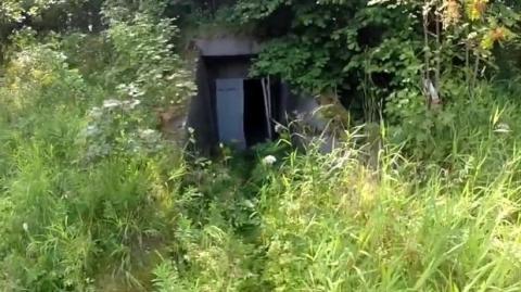 Jugendliche entdecken mitten im Wald mehr als nur verlassene vier Wände: Ihr Fund ist erstaunlich!