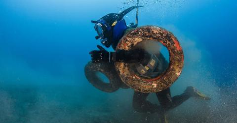 "Wissenschaftler kippen Reifen ins Meer: ""Naturschutz"" wird zur Umweltkatastrophe!"