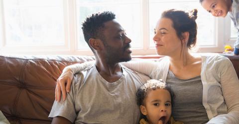 Laut Forschern sieht das Baby Vater oder Mutter ähnlicher, wenn eine Sache eintrifft
