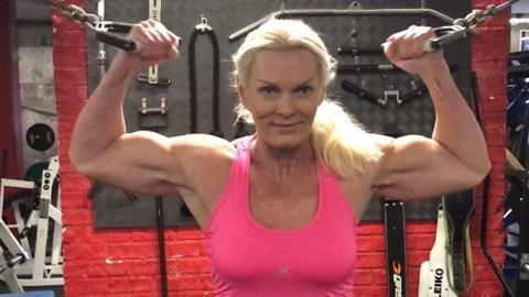 62-jährige Bodybuilderin leidet an Krebs: Ein Lebensmittel soll sie heilen