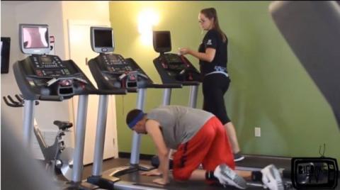 Versteckte Kamera in einem Fitnessstudio