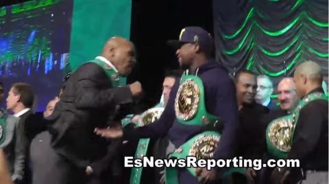 Mike Tyson verpasst Floyd Mayweather beinahe eine Rechte