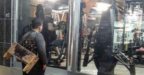 Syrischer Flüchtling starrt ins Fitnessstudio. Dann greifen die Besitzer durch