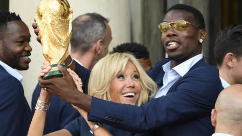 Spieler verstoßen gegen FIFA-Regeln: Wird Frankreich jetzt der WM-Pokal weggenommen?
