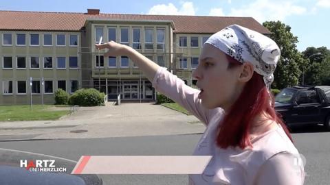 """""""Hartz und herzlich"""": Claudia will Geld für Playstation und rastet beim Jobcenter aus"""