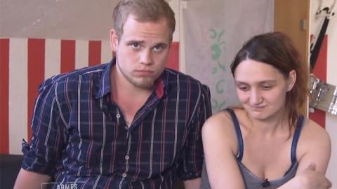 Hartz-IV-Mutter hat mit Folgen zu kämpfen, weil Mann immer eine Sache beim Liebesakt macht