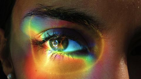 Ihr Auge schwillt immer mehr an: Dann kommt etwas Erschreckendes zum Vorschein