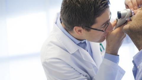 Erst als er nicht mehr riechen kann, reagiert Arzt und macht irre Entdeckung!