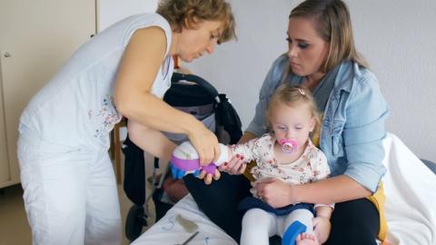 Einer 2-Jährigen wird Fett abgesaugt: Eltern sind schockiert