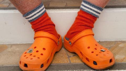 Gesundheit: Nur Menschen mit einer bestimmten Fußform sollten Crocs tragen