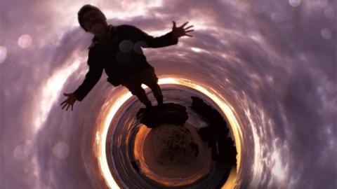 Wie du das schwarze Loch vermeiden kannst: Damit erkennst du eine Depression frühzeitig