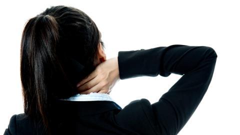Sie fährt wegen Nackenschmerzen ins Krankenhaus: Die Ursache ist alarmierend