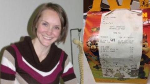 Sie kauft ein Happy Meal, öffnet es 6 Jahre später und traut ihren Augen kaum