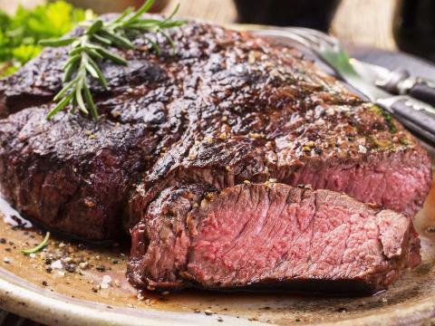 Blutig, medium oder durch? Eine Garstufe von Fleisch gefährdet die Gesundheit!