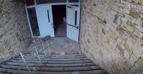 Mann steigt in verlassene Leichenhalle: Was er dort entdeckt, ist grauenhaft!
