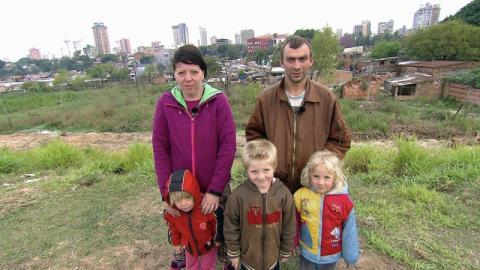 Hartz-IV-Familie steckt in Paraguay fest und greift zu drastischen Mitteln, weil Kinder krank sind