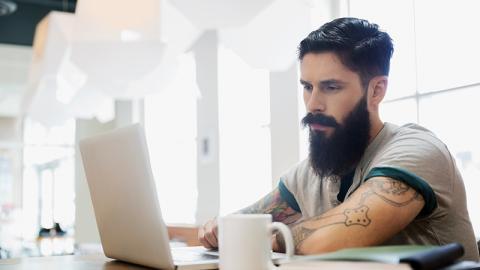 Ein bizarrer Trend, der den Hipster-Bart wachsen lässt, führt zu Ohnmacht
