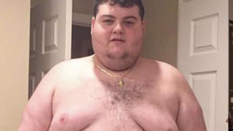 Mann (25) zu dick, um sich auf Stuhl zu setzen: Dann macht er eine Erfahrung, die sein Leben verändert