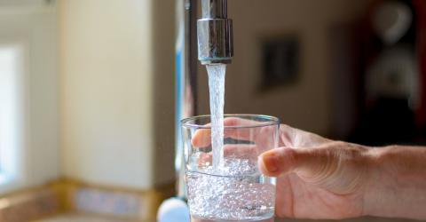 Leitungswasser ist häufig mit Plastikpartikeln verunreinigt