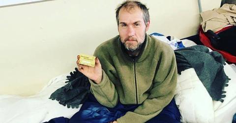 Dönerladen-Besitzer überrascht Obdachlosen mit Schnitzeljagd