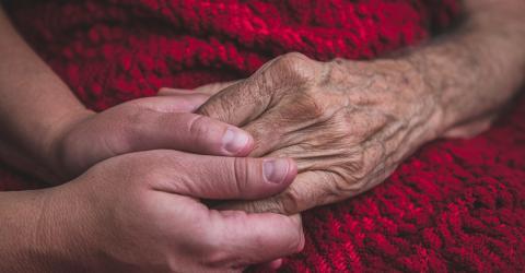 Frau riecht veränderten Körpergeruch ihres Mannes: 10 Jahre später hat er diese Krankheit!