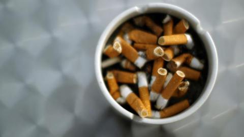 Zigarettenrauch setzt sich dauerhaft in Möbeln fest: Die Folgen für den menschlichen Körper sind alarmierend!