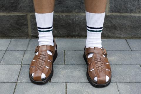 Gesundheit: Aus diesem Grund solltest du Socken in Sandalen tragen