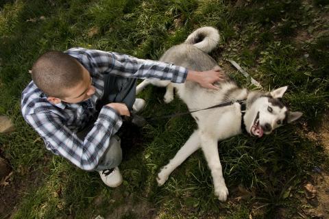 Männer und Hunde haben eine bizarre Gemeinsamkeit, auf die du nie kommen wirst!